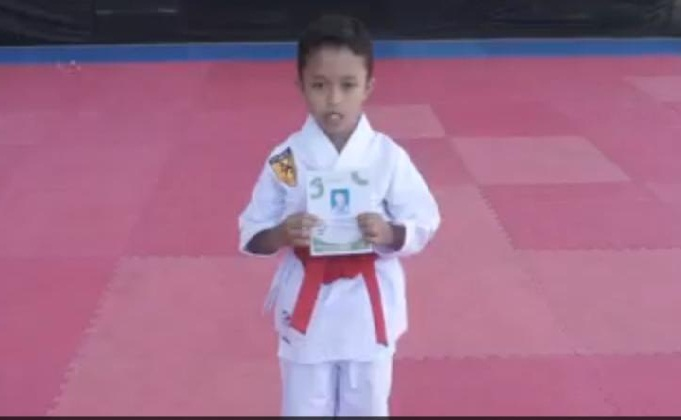 Aksi Fadhil Saat mengikuti KOSN online dan meraih Medali emas